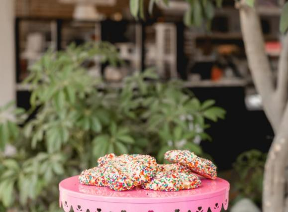 dee-lightful-bakery-butter-cookies-puck-food-hall-683x1024.jpeg